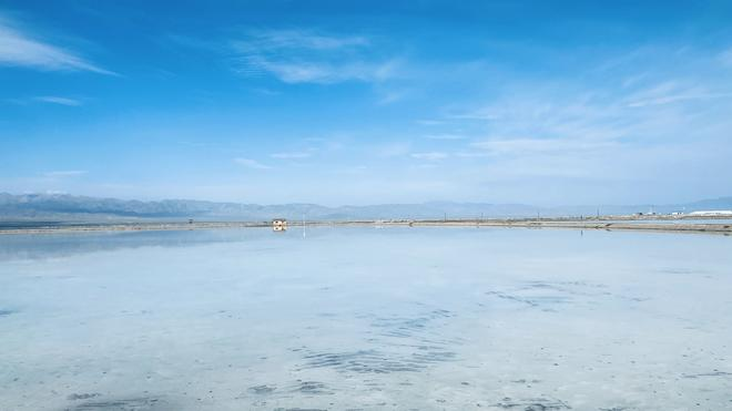 茶卡盐湖,干干净净的……